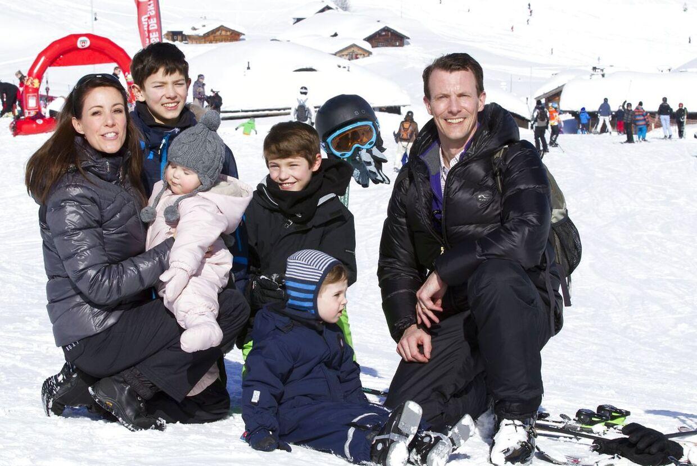 Prins Joachim med familien. (Foto: Rpe/Albert Nieboer/Scanpix 2013)