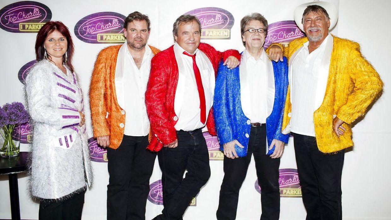 Fede Finn & Funny Boyz da alt var godt. Nu er bandet gået i opløsning, fordi Fede Finn (i den røde jakke) har fyret resten af bandet.