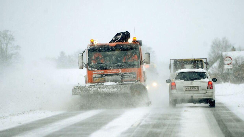 Pas på i trafikken tirsdag morgen. Sne og fygning kan nemlig give problemer for morgentrafikken. Billedet er hentet i arkivet.