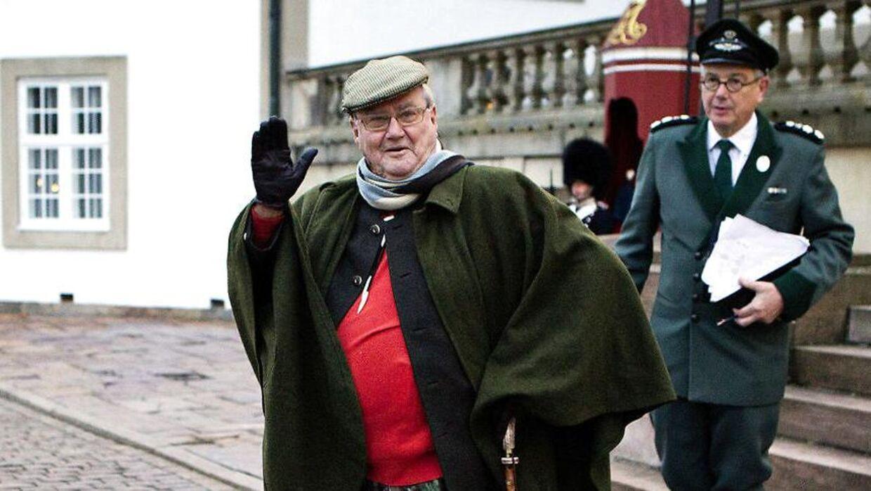 Prins Henrik er gået på pension. Men efter to uger uden for offentlighedens søgelys, vender han tilbage 14. januar, når han er vært ved en jagt i Grib Skov. På billedet ses prinsgemalen ankomme til den traditionsrige Kongejagt i Grib Skov 27. november 2014.
