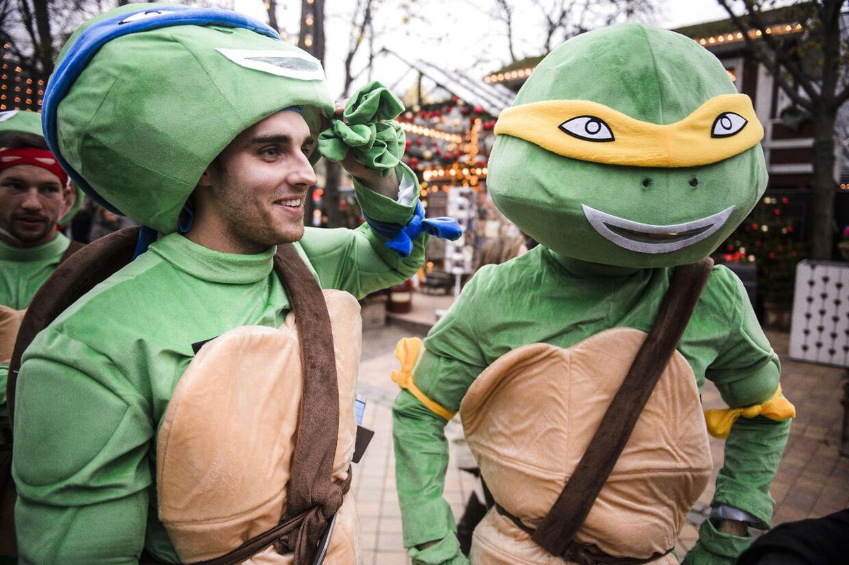 Leicester City FC udklædt som blandt andet Ninja Turtles i tivoli i København, søndag d. 6 december.