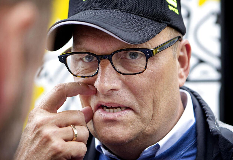I sidste uge afslørede Anti Doping Danmark, at Bjarne Riis så igennem fingre med, at hans cykelryttere dopede sig på Team CSC. Nu giver TV2 ham jobbet som cykelkommentator under årets Tour de France.