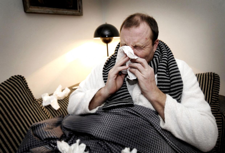 Løber næsen, og føler du dig rigtig skidt tilpas? Så er det nok ikke influenza, men i stedet en forkølelse du er ramt af.
