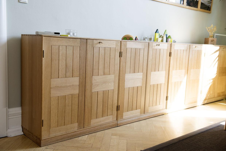 Teknik- og miljøborgmesteren købte skabe og bogkasser på auktion hos Bruun Rasmussen for 49.000 kr.