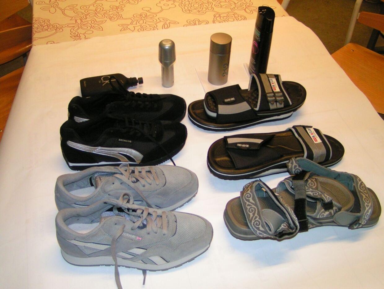 Kokainen var skjult i sålerne i fem par sko og fire kosmetikbeholdere.