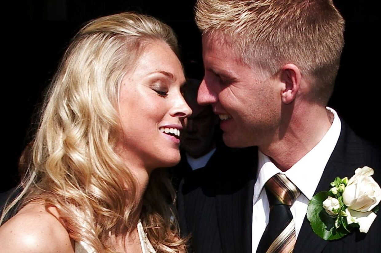 Camilla Martin bliver gift med kæresten Lars Nygaard lørdag d. 21 maj 2005 i Vor Frue Kirke. Her brud og gom.