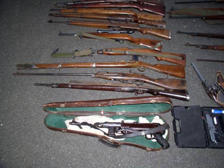 Et lille udsnit af de mange ulovlige våben der er blevet fundet i Syd- og Sønderjylland.
