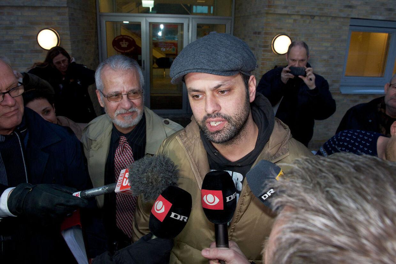 Amin Skov taler med journalister foran Retten i Kolding efter onsdagens grundlovsforhør