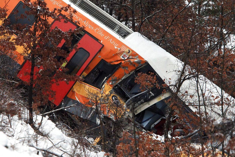 - Det var, som om stenen faldt ned fra himlen. Det føltes som et jordskælv, sagde passageren Jean-Jacques Messaoud efter ulykken i de franske Alper.