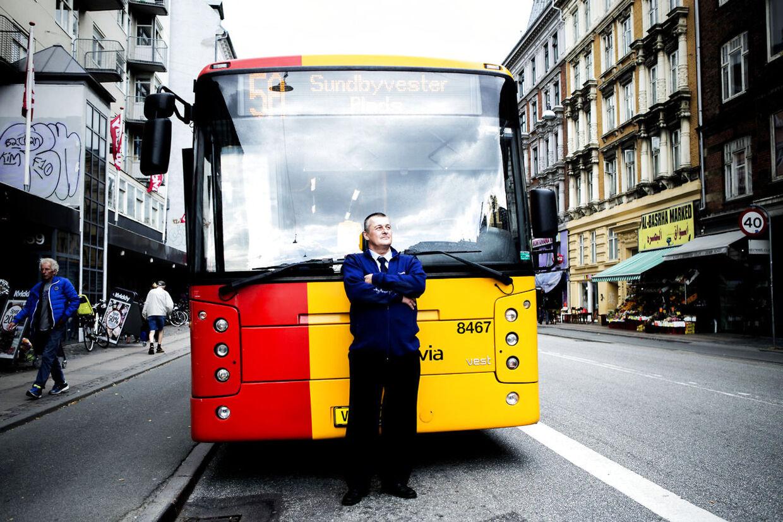 Peter Bjerring er 50 år og buschauffør op den travleste buslinje, 5A, Der kører gennem Nørrebro og Nordvest. Han fortæller, som led i vores tema om manglende respekt for autoriteter, om sine mange dramatiske oplevelser i linje 5A.
