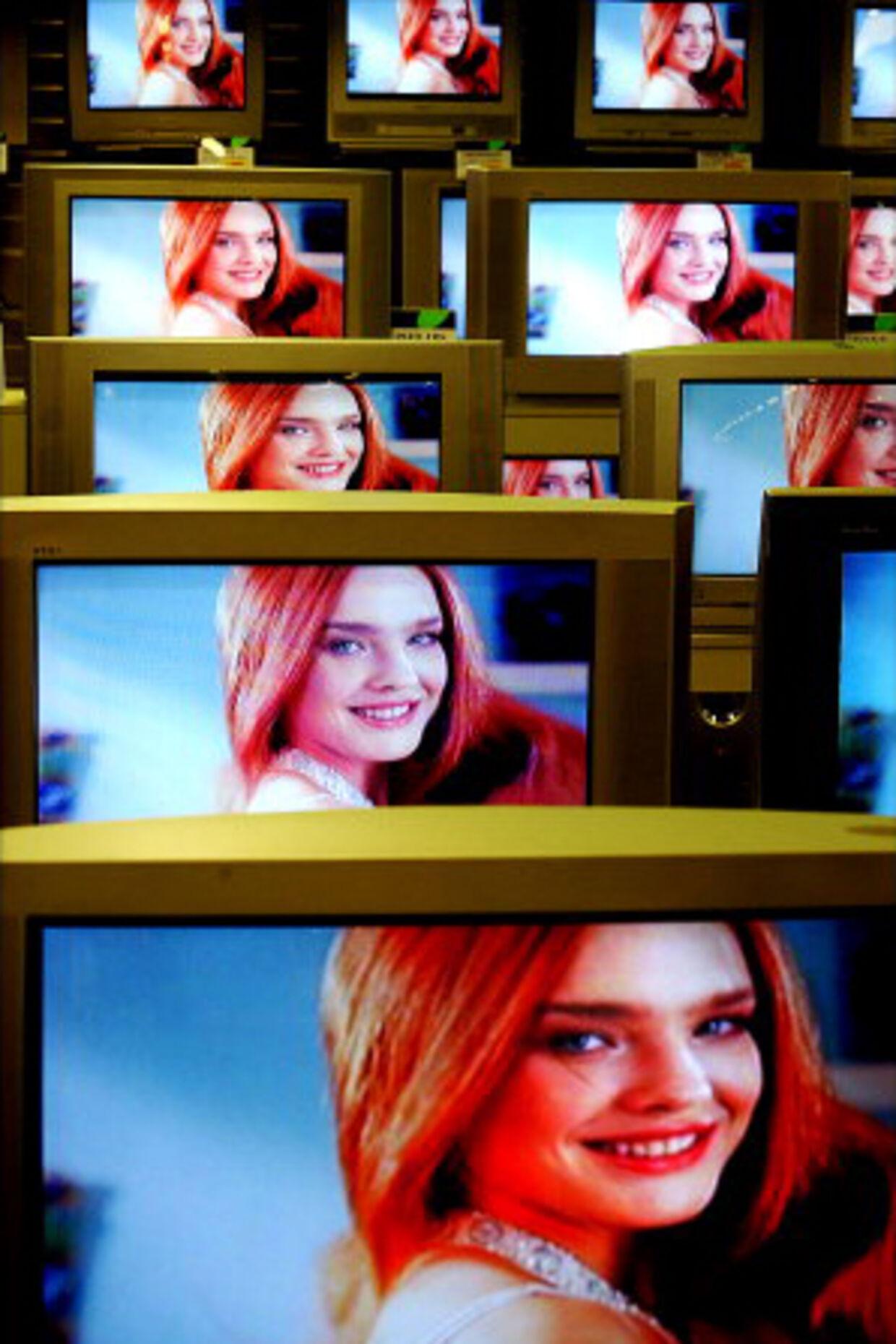 Internettets båndbredde er nu blevet så stor, så man kan se tv over internettet – og man kan se det på det gamle fjernsyn, det kræver bare et kabel fra computeren.