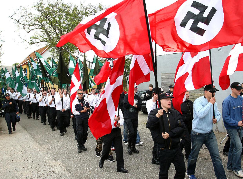 100-150 nazister var i sommeren 2011 samlet i Byparken i Kolding for at hylde nazisten Rudolf Hess. De blev senere overfaldet af ægkastende autonome.