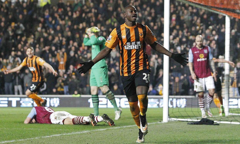 Dame N'Doye har her scoret for Hull i sidste sæson. Sunderland-manager Sam Allardyce håber, den tidligere FCK-angriber kan score mål, så klubben ikke rykker ud af Premier League.