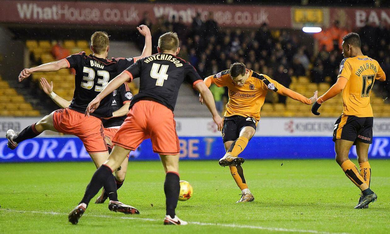 Wolverhampton (orange trøjer) slog Fulham med Lasse Vigen Christensen på holdet.