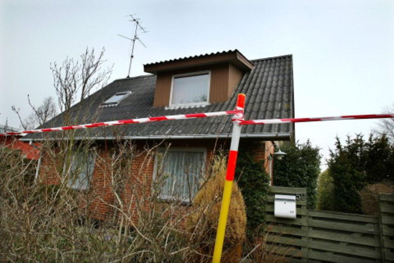 BLODRUS: I dette hus i Frederikshavn gik den 20-årige Rasmus Jensen amok og myrdede sin tidligere dagplejemor i en blodrus. Foto: Henning Bagger
