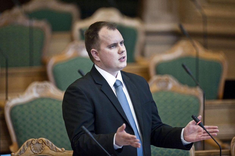 Martin Henriksen fra Dansk Folkeparti vil sende flygtninge til ulande i lejre, som Danmark skal drive.