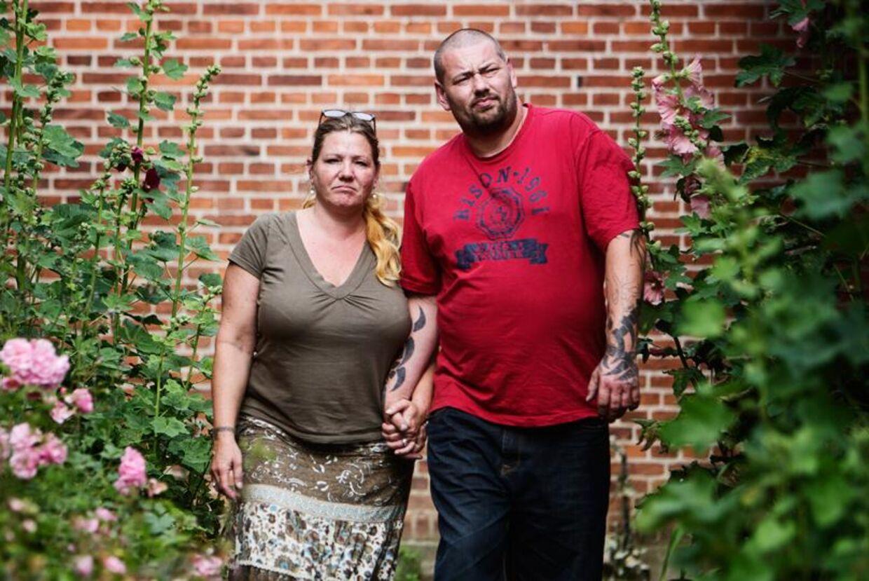 Ifølge loven skal Sonny Carlsen forsørge sin kæreste Susanne, der er på kontanthjælp. Det nægter han dog. Derfor har han anlagt en retssag med påstand om, at kontanthjælpsreglerne er i strid med grundloven.