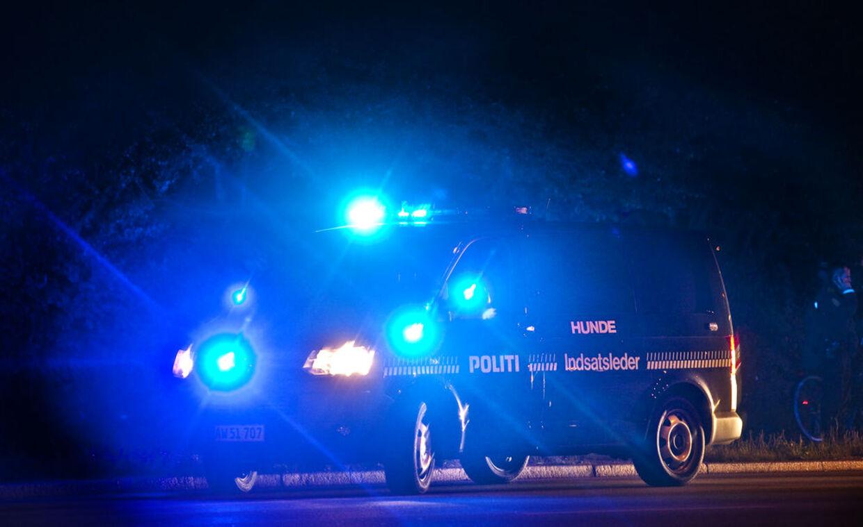 En bilist kørte onsdag nat ind i en politibil med udrykning. Heldigvis kom ingen mennesker noget til. (Arkivfoto)