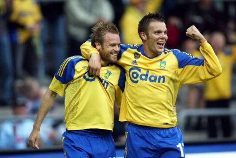 Mattias Jonsson og Peter Foldgast - begge scorede for Brøndby mod OB. Foto: Liselotte Sabroe.