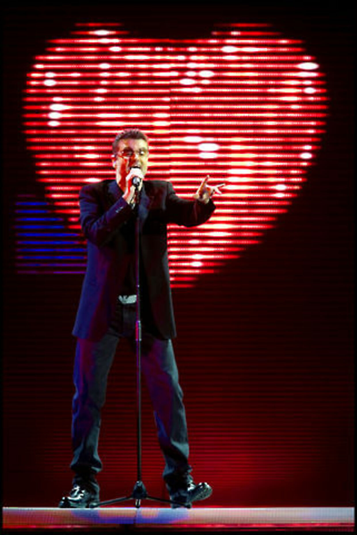 Popikonet synger til hjertet... Foto: Nils Mailvang.