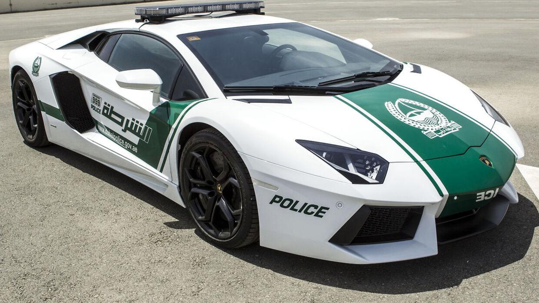 Den lokale politistyrke i Dubai har netop udvidet deres bilpark med en Lamborghini Aventador.