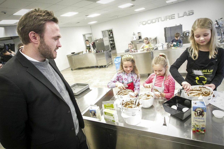 Stop Spild Af Mad har med succes fået danskerne til at begrænse madspild. Bevægelsens stifter advarer fødevareministeren Dan Jørgensen mod at komme til at lege »madpoliti«.