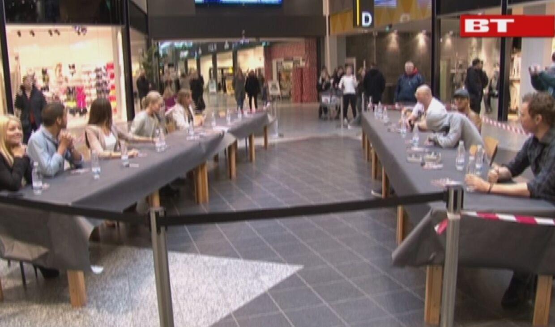 De handlende gæster i Herning Centeret, skulle tage mod til sig før de ville have autografer fra lørdagens grandprix deltagere.