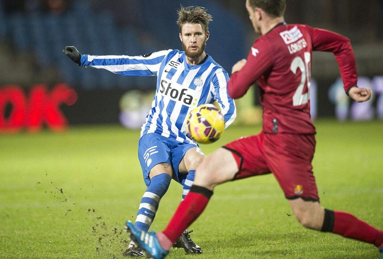 Daniel Stenderup, til venstre, har forlænget sin kontrakt med Superliga-klubben Esbjerg fB frem til sommeren 2017.