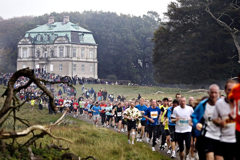 Billedtekst Eremitageslottet står som et symbol for Danmarks ældste og populæreste løb, Eremitageløbet, som 7. oktober løbes for 44. gang.
