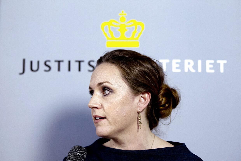 Karen Hækkerup bekræfter, at hun forlader posten som justitsminister. Hun siger endegyldigt farvel til politik og bliver i stedet direktør i Landbrug og Fødevarer fra den 20. oktober