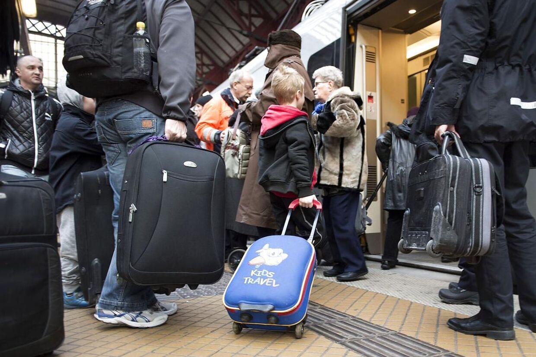 Fredag er årets travleste rejsedag for DSB. Allerede tidligt på fredagen begyndte travlheden på Hovedbanegården i København.
