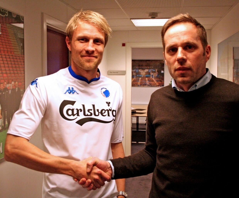 Ulrik Laursen bydes velkommen til FCK af Carsten V. Jensen.