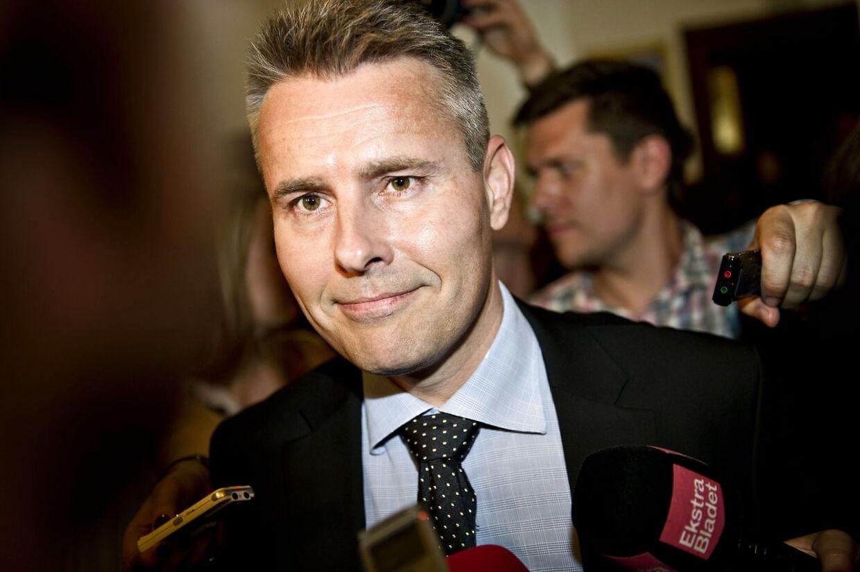 Henrik Sass Larsen har fået et honorar på 300.000 kroner af S. Et beløb forgængeren som gruppeformand ikke fik