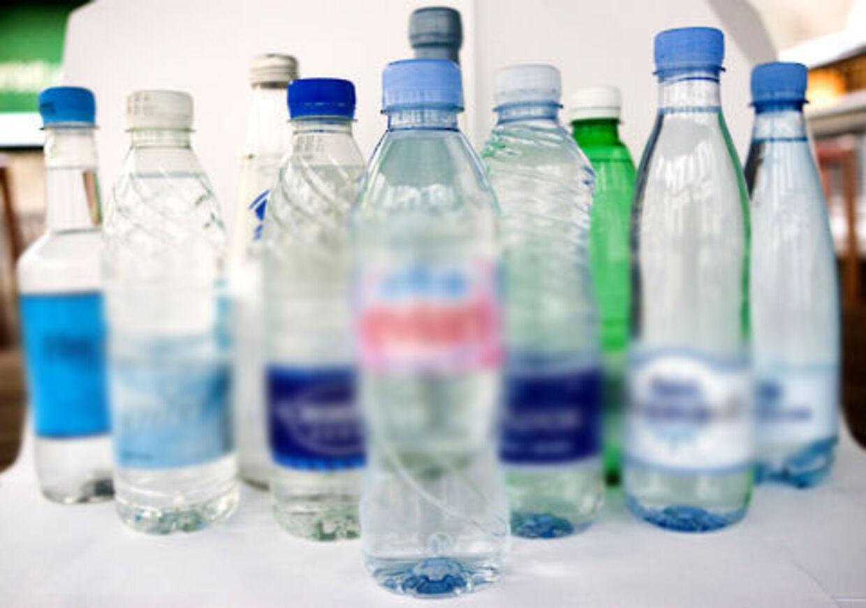 Engangsvandflasker er lavet af et materiale, der giver god vækst for mange bakterier. De bør derfor ikke bruges.