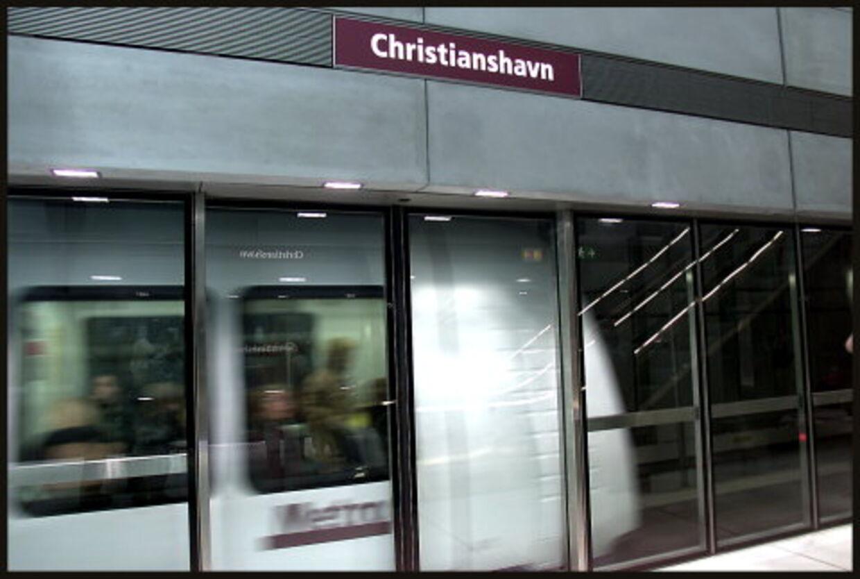 Christianshavns metrostation blev søndag morgen udsat for omfattende hærvæk