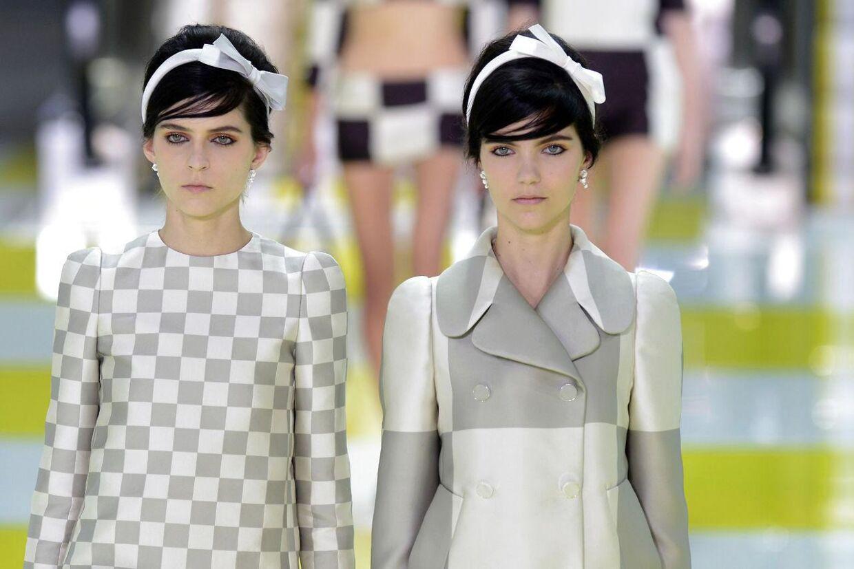 Touperet 1960'er hår og stramme snit med geometrisk print, som hos Louis Vuitton (foto), er et par af de utallige 'swinging sixties' referencer, som foråret 2013 byder på.