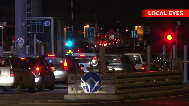 Flere ulykker har skabt lange køer ved betalingsanlægget ved Storebæltsbroen.