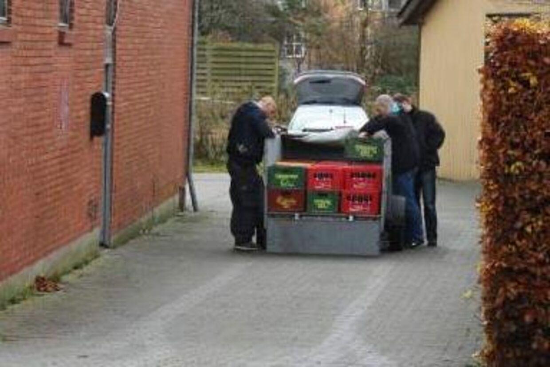 Der blev konfiskeret store mængder alkohol, da politiet fredag over middag besøgte Devils Choises klubhus i Holstebro.