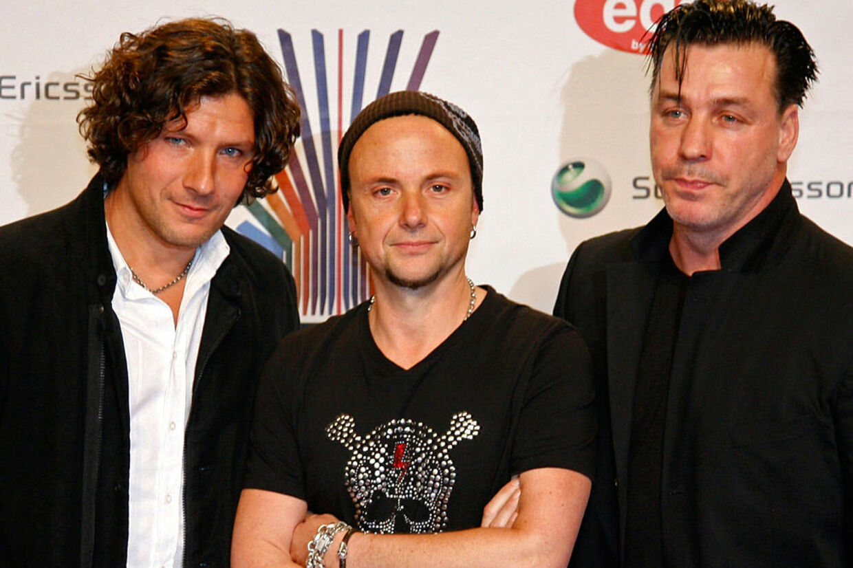 Rammstein: Christoph Schneider (tv), Paul Landers og Till Lindemann (th).