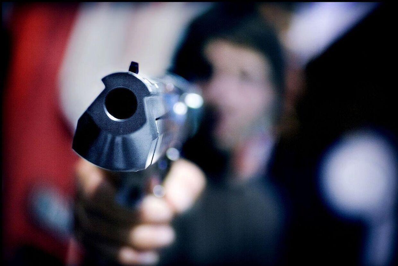Butikkerne er nu sikret så godt, at røverne i stedet overfalder folk på gaden.