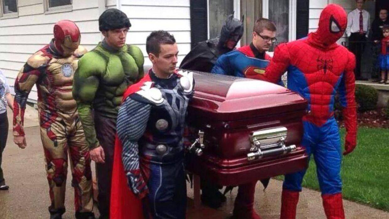 Den fem-årige Brayden Denton var vild med superhelte. 8. maj tabte han kampen til en ondartet hjernesvulst, og hans mor sørgede for, at hendes søn blev begravet af superhelte.