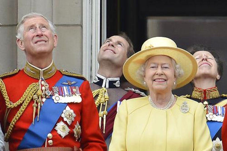 Den britiske prins Charles må væbne sig med tålmodighed, men han skal nok blive konge en dag, mener ekspert.