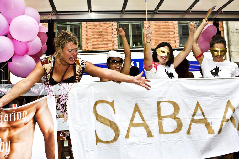 Mere end 3000 deltagere var med i selve paraden, der lignede et vaskeægte karneval.