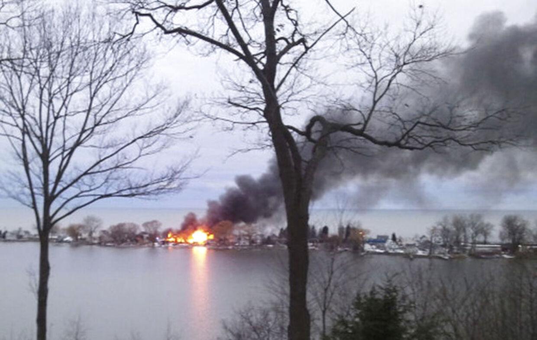 To brandmænd blev dræbt og andre to såret, da en eller flere ukendte gerningsmænd åbnede ild mod brandmændene.