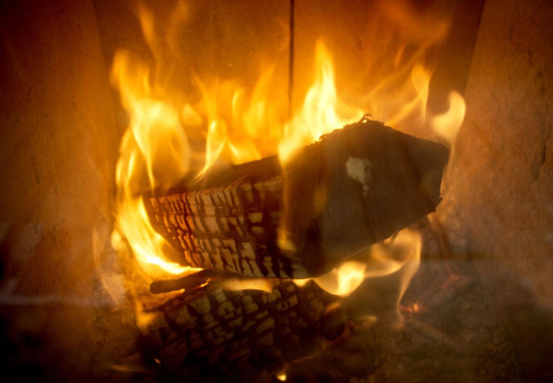 Når du fremover køber flis til dit bed eller et raftehegn til din have, vanker der en brændeafgift på træet - med mindre, du over for Skat kan dokumentere, at træet ikke er blevet brugt til brænde (arkivfoto).
