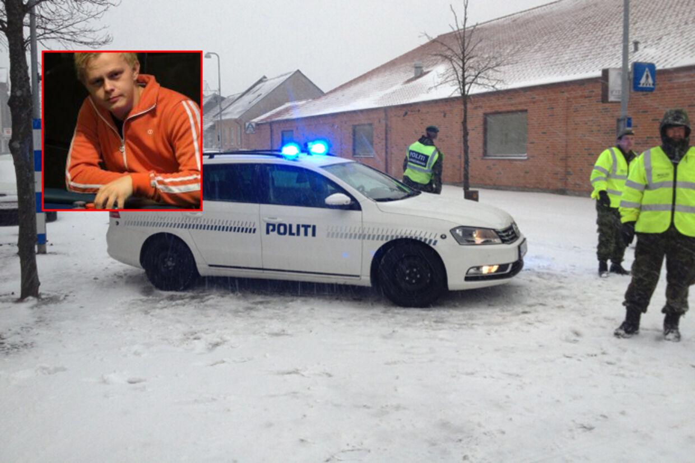 Den 20-årige Simon blev fundet dræbtom morgenen den 23. decemberi en opgang i Bramming.
