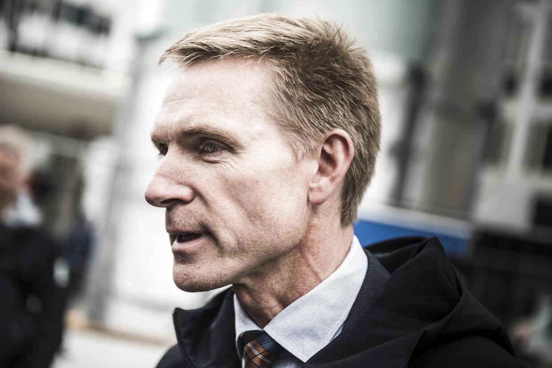 Nu må regeringen træde i karakter! Schengen-samarbejdet er brudt sammen, skriver Kristian Thulesen Dahl på facebook.