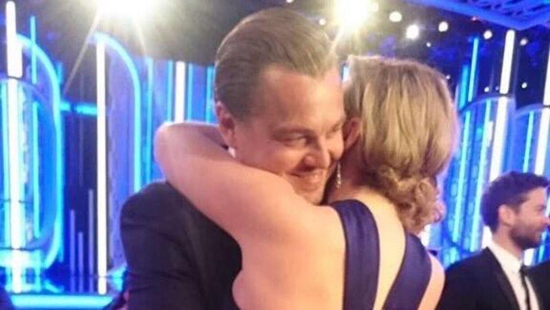 Det var dette kram, der fik det til at give et gip i seerne og for mange førte tankerne tilbage til, da de som helt unge spillede sammen i storfilmen Titanic.