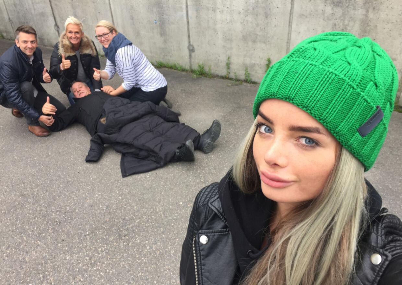 Senere samme lørdag lagde bloggeren endnu et indlæg op på sin blog, hvor dette billede indgår. I indlægget skriver hun, at selfien er en del af en kampagne i fællesskab med Norsk Folkehjelp, der skal skabe mere fokus på, hvor vigtigt det er kunne førstehjælp.