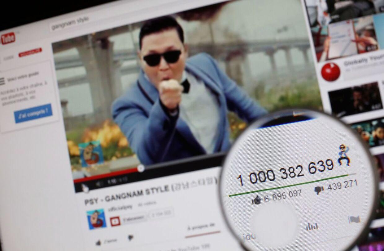 Et forstørrelsesglas viser, at videoen til 'Gangnam Style' har rundet den magiske grænse på en milliard.